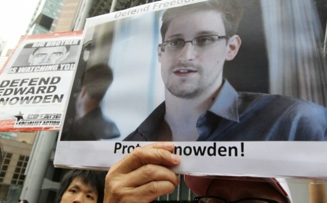 Snowden protest protect him