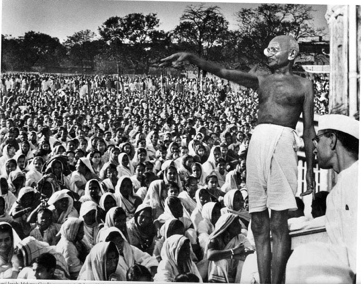gandhi-and-crowd