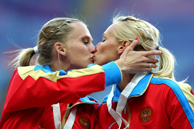 Russian gold medalists kiss