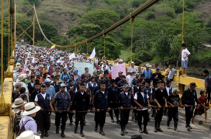 COLOMBIAN COFFEE GROWERS BLOCK SEVERAL ROADS IN THE COUNTRY