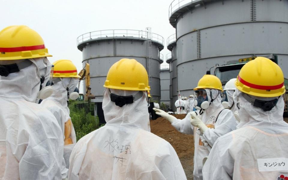 Fukushima  workers at leaky plant