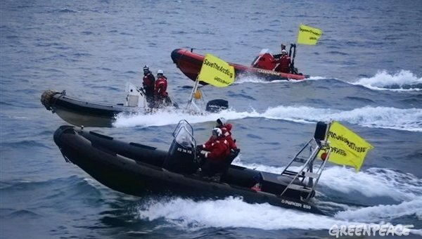 Greenpeace protest boats Save the Artics