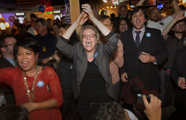 Minimum Wage vote in SeaTac, supporters applaud early returns Ellen M. Banner,The Seattle Times