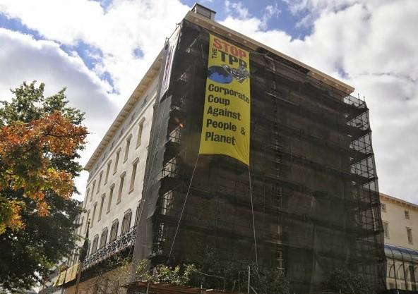 TPP Big Banner Drop Ellen Davidson