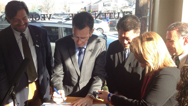 Connecticut first GMO bill Gov. Dannel P. Malloy signs GMo bill in Fairfield on Wednesday. (Picture courtesy from governor's Twitter account)