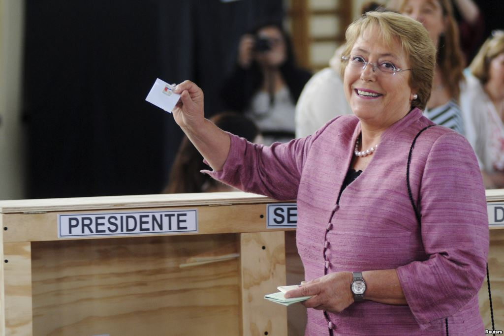 Michelle Bachelet votes in 2013