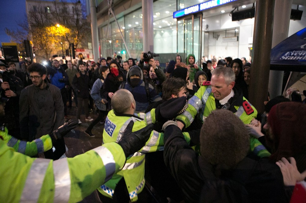 POlice attack protesters in UK