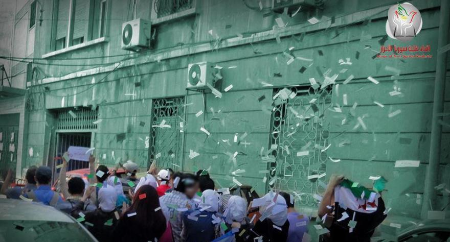Syria Student throw papers with names of political prisoners