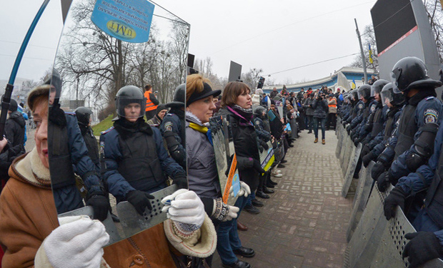 Ukraine-mirror-protest