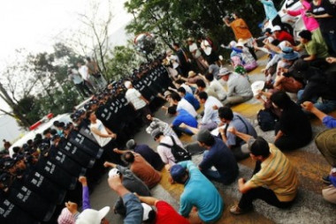 Villagers protest the arrest of the democratically elected mayor of Gangjeong village Mayor Kang Dong-Kyun as part of protests against US Naval Base. (Photo: Campaign to Save Jeju Island)