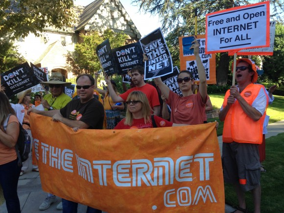 Net Neutrality protesters at Obama fundraiser