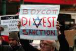 Demonstrators hold up signs during a BDS protest in Melbourne, Australia, in 2010. Wikimedia Commons/Takver (CC-BY-SA)