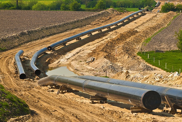 Networks of gas pipelines funnel gas from wellheads to homes and businesses.  REINHARD TIBURZY / SHUTTERSTOCK