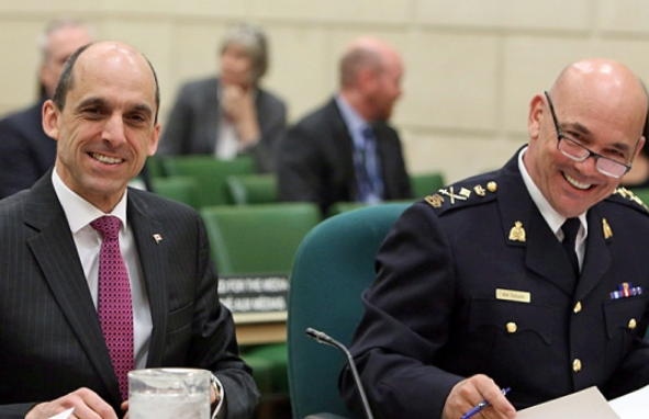 Public Safety Minister Steven Blaney and RCMP Commissioner Bob Paulson appear together at a House of Commons committee last week. Has the minister directed the RCMP to pursue hate crimes against BDS advocates? (The Canadian Press)