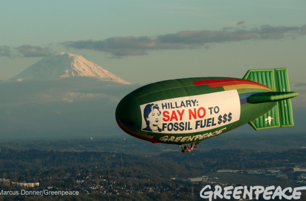 The Greenpeace A.E. Bates thermal airship flies over Seattle, Washington on March 25, 2016, urging Hillary Clinton to reject fossil fuel money in her campaign. Photo by Marcus Donner / Greenpeace.