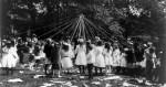 Maypole_dance_Central_Park_NY_1905_cph.3b18401-2