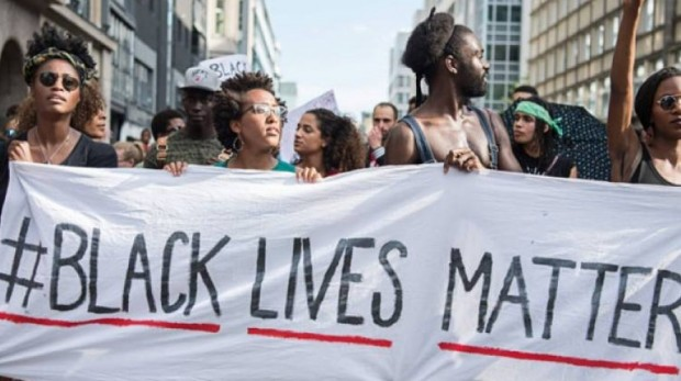 Demonstrators hold a banner at a protest against American police brutality in Berlin, Germany. (Photo: Wolfram Kastl/Getty Images)