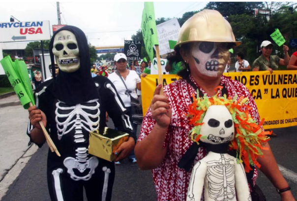 Members of Unidad Ecologia Salvadoreña (UNES) march against mining companies for World Environment Day, June 6, 2006, Santa Tecla, El Salvador. (AP Photo / Edgar Romero)