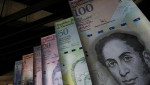 Samples of Venezuela's currencies are displayed at the Central Bank building in Caracas. | Photo: Reuters
