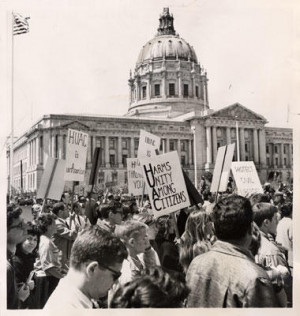 Demonstrators outside of the San Francisco city hall. Credit: SAN FRANCISCO HISTORY CENTER, SAN FRANCISCO PUBLIC LIBRARY.