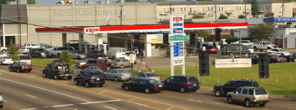 Vehicles form a line at an Exxon gas station off of Interstate 55 in Jackson, Miss., Aug. 30, 2005. The station was one of the few in the city with both power and gas one day after Hurricane Katrina made landfall. Photo: Rick Guy/The Calrion Ledger/AP