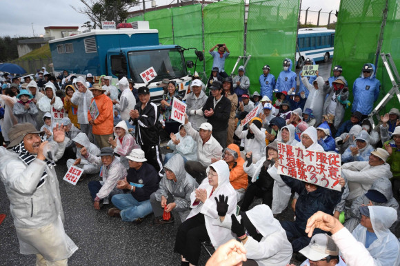 "Hiroji Yamashiro, the director of the Okinawa Peace Movement, who leads the protest rally, said, ""Let's confirm that we are winning the battle against the central government. We now realize that if a lot of people gather in front of the gate, we can stop the construction. We need to hold more huge protest rallies, in addition to Wednesdays."""