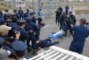 Okinawa Hiroji Yamashiro being drug away by guards at Camp Schwab in Okinawa - @adisomak