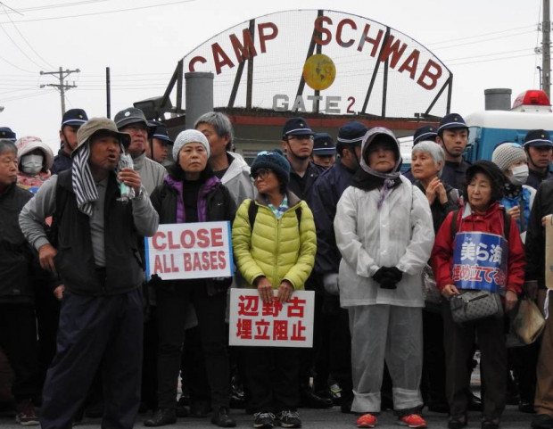 Okinawa Hiroji Yamashiro speaks to sit-in and blockade protesters. Source The Japan Times