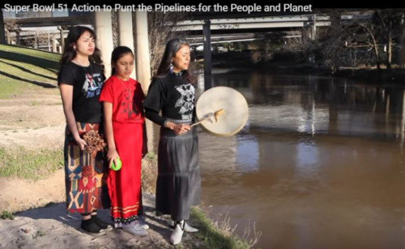 Pipeline protest imagine Super Bowl 51