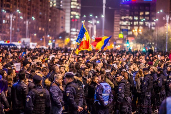 Across Romania in early 2017, a government decree to decriminalize official abuses sparked protests that swelled in size over the following week and culminated in the repeal of the controversial decree. Credit: Rezistam.eu via Wikimedia Commons
