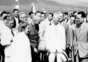 Chiang Kai shek resident Syngman Rhee 1949 in Jinhae, South Korea