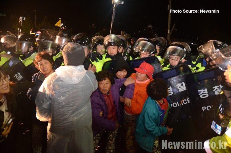 Riot Police THAAD Being Forced Through Protesters 4-26-17