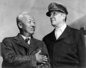 Syngman Rhee (left) with Douglas MacArthur.