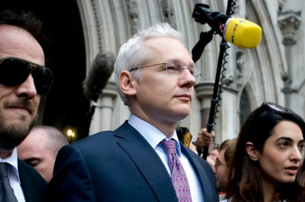 Julian Assange leaving the Royal Court of Justice on July 13th, 2011. (Photo: acidpolly/flickr/cc)
