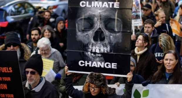 Participants in a global climate march in New York City. (photo: Kena Betancur/Getty Images)