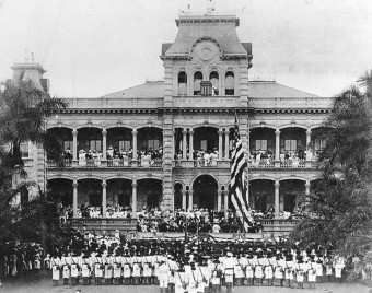 Raising the US Flag at ʻIolani Palace, Honolulu, Hawaii, August 12, 1898