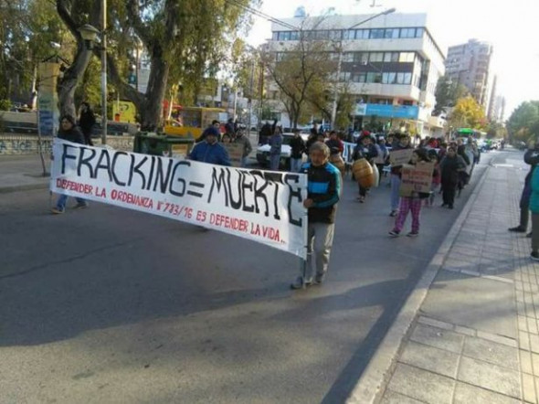 Vista Alegre residents march in defense of their anti-fracking ordinance in Neuquen, Argentina on May 23, 2017. (Facebook / Vista Alegre Free of Fracking in Defense of Life)