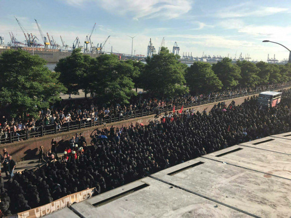 Black bloc marches through Hamburg. July 6, 2017.