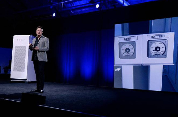 Kevork Djansezian/Getty Images/ Elon Musk unveiling new Power Pack