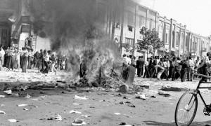 redazione del giornale bruciato a Teheran durante il colpo di stato 1953 degli Stati Uniti in Iran.