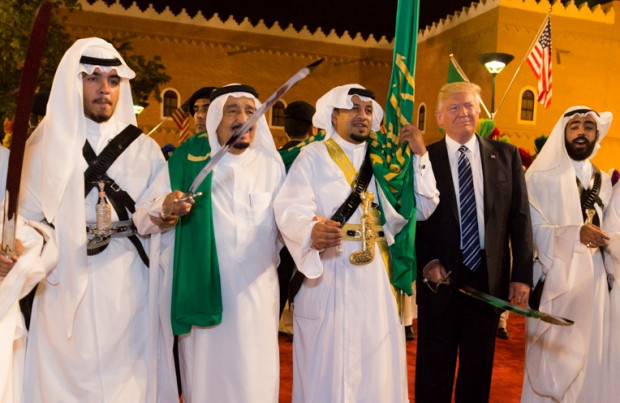 trump-saudi-king-salman-swords (1)