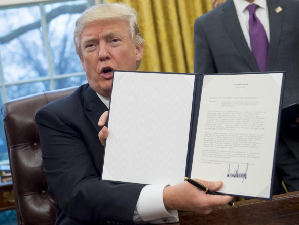Donald Trump signs executive order for Trans-Pacific Partnership withdrawal, Jan. 2017. Photo via The Independent.