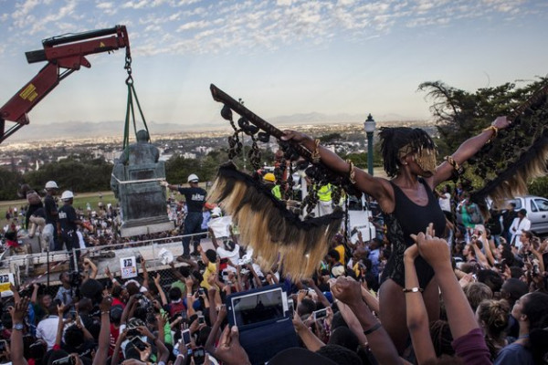 CHARLIE SHOEMAKER/GETTY IMAGES Students cheer as the Cecil Rhodes statue is removed from the University of Cape Town on April 9, 2015, in Cape Town, South Africa.