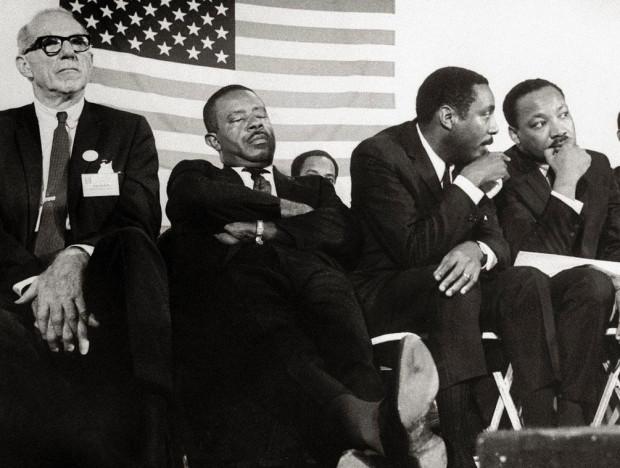 Dick Gregory talking Rev. Martin Luther King, Jr. on stage  with Dr. Benjamin Spock, Rev. Ralph Abernathy (BETTMANN ARCHIVE).