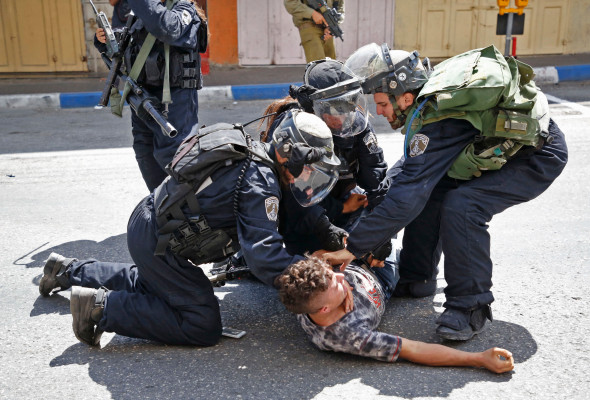 Israeli forces arrest a Palestinian youth during clashes between demonstrators and security forces in the city of Hebron, in the Israeli-occupied West Bank, on July 28, 2017. Photo: Hazem Bader/AFP/Getty Images