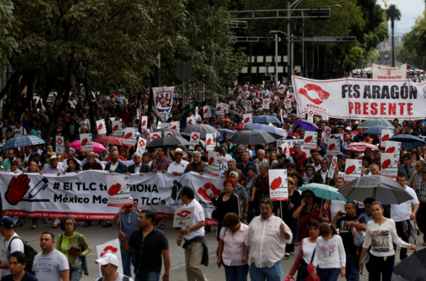 """Union workers and farmers protest as NAFTA renegotiation begins in Washington, D.C., in Mexico City, Mexico August 16, 2017. The placards read """" FTA hurts, Mexico better without FTA"""". Carlos Jasso"""