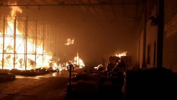 Violent opposition groups incinerated over 50 tons of food stored in a government warehouse in Anzoategui in late June. | Photo: AVN