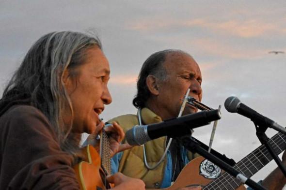 Hawaiian singer/songwriters Laulani Teale and Liko Martin.
