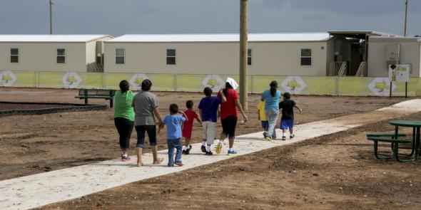 texas-detention-center-women-children-immigrant-2-1493761429-article-header