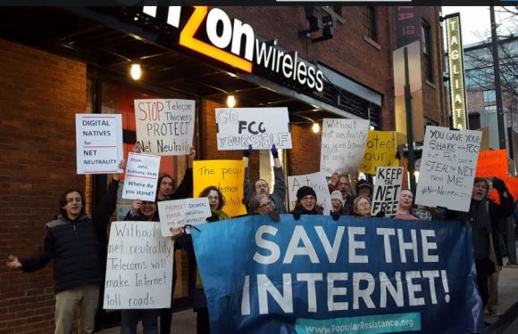 Net Neutrality protest in Bmore on 12 7 17 e1513465964913